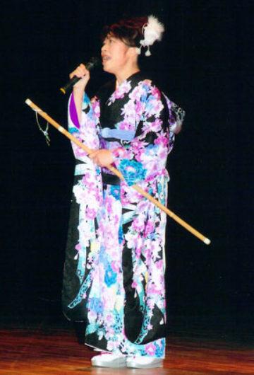 大和桜井 大神神社から授けていただいた杖を持って歌います