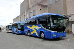 大阪、京都、三重、東吉野からバス5台が到着。